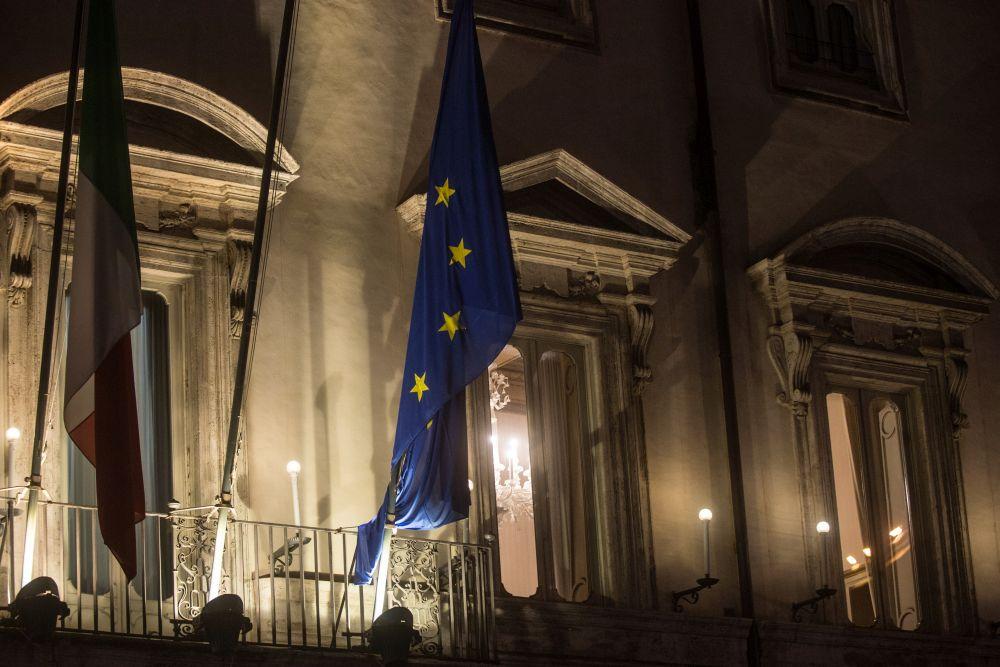 Nella notte via libera del Cdm al decreto su Natale. Spostamenti vietati dal 21 al 6/12. Scuole riaperte dal 7 gennaio